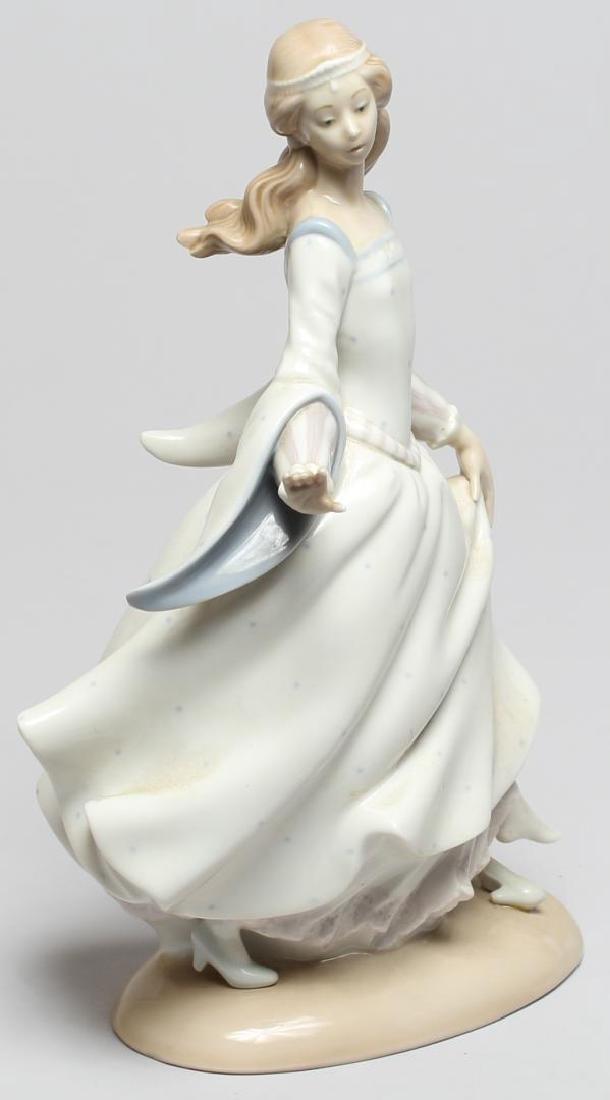 "Lladro ""Cinderella Lost Slipper"" Figurine - 4"