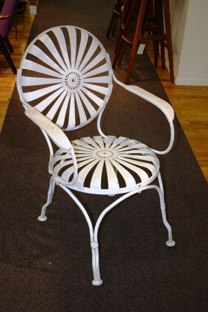 541: Set 4 White Iron Garden Button Spring Chairs c1920