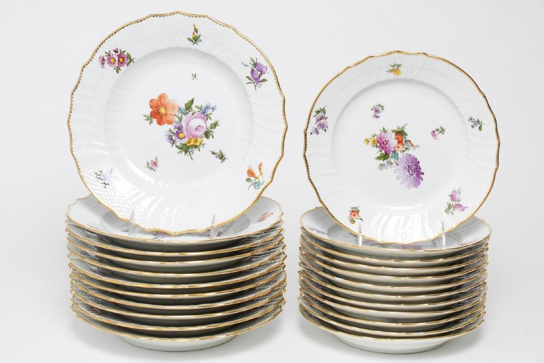 "Royal Copenhagen ""Saxon Flower"" Dinner Service - 2"