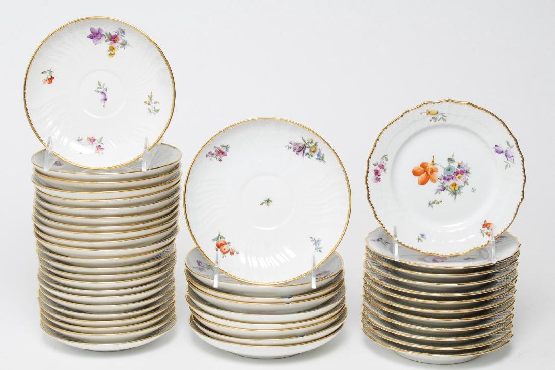 "Royal Copenhagen ""Saxon Flower"" Dinner Service - 3"