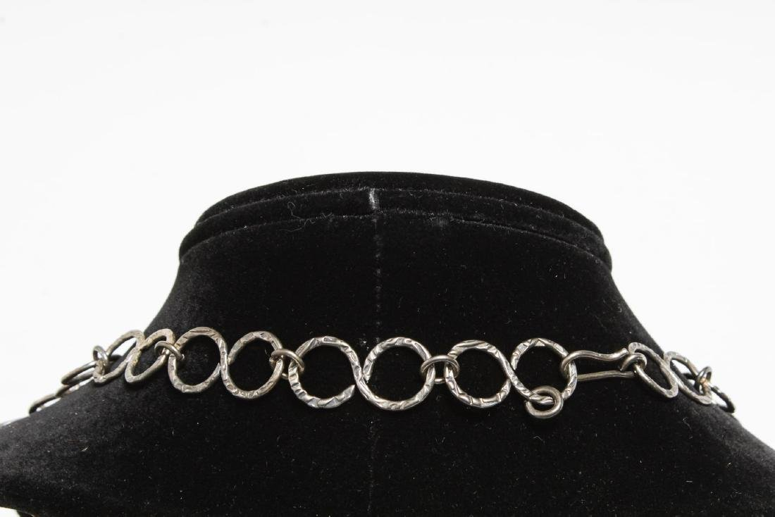 Mid-Century Modern Hammered Silver Links Necklace - 4