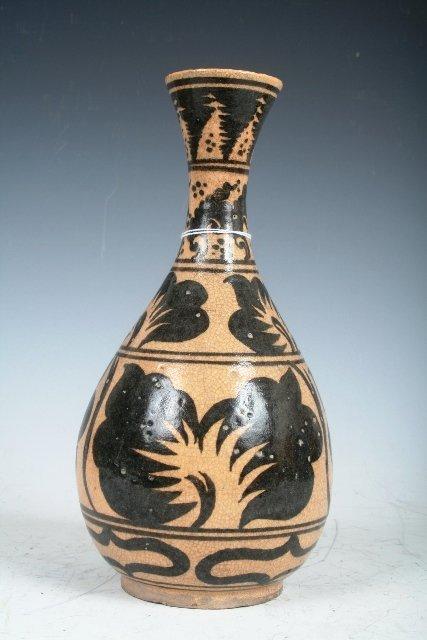 2013: Ming Dynasty Chinese Ceramic Vase