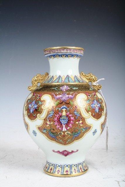 2020:A Chinese Famille Rose Porcelain Vase