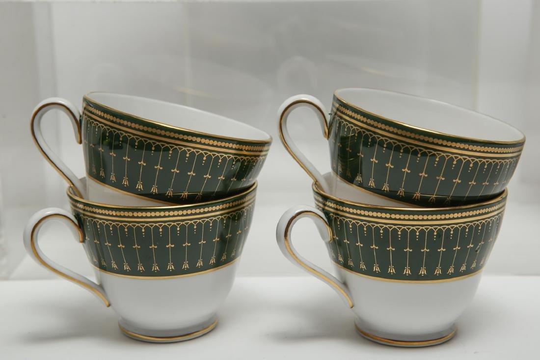 """Spode """"Royal Windsor"""" Porcelain Dinnerware, 22 - 10"""