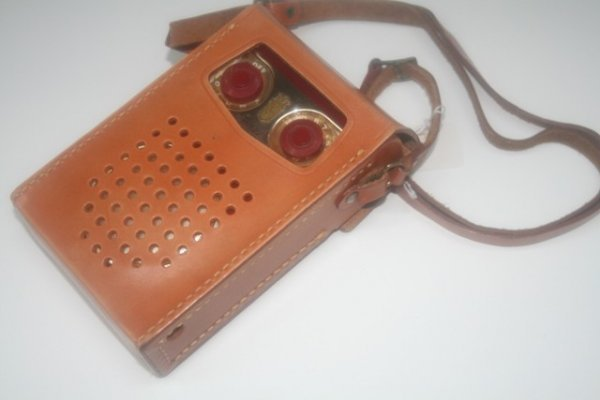 10: Zenith Long Distance Transistor Radio in Case