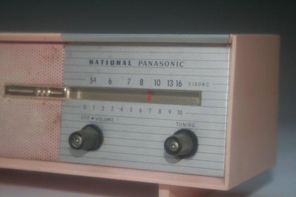 47: Mini Pink Panasonic Transistor Radio Consol - 3
