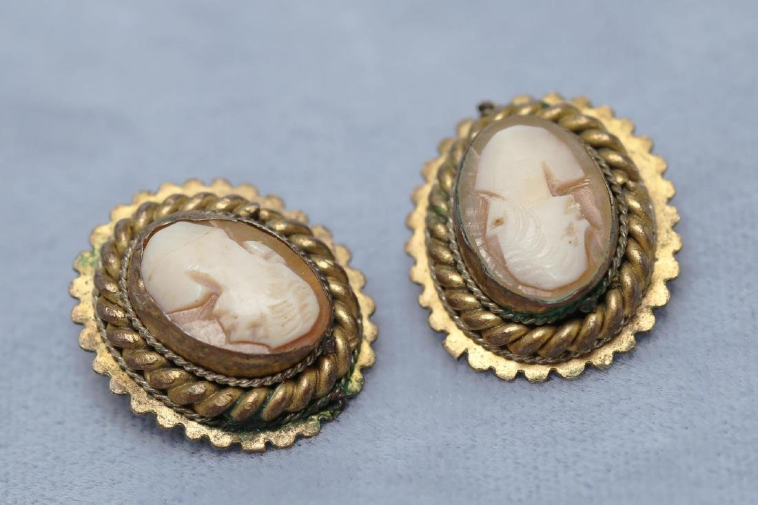 Cameo Shell in Gold-Tone Metal Earrings, Antique - 2