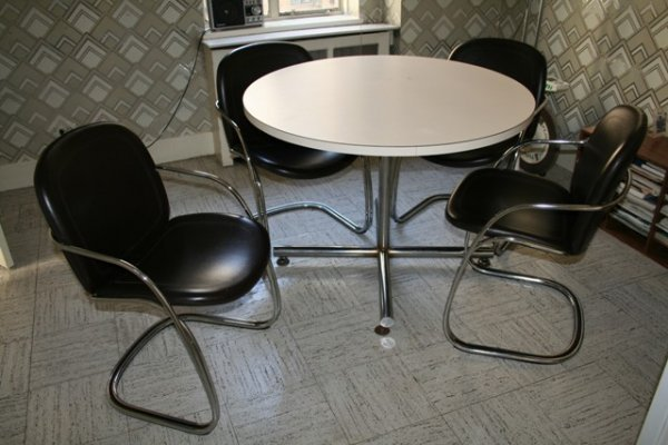 997: Mid Century Modern KItchen Table & Chrome Chairs