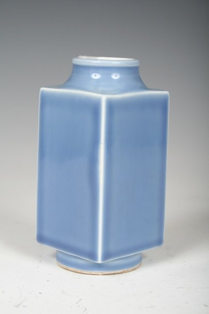 1002: Qing Dynasty Chinese Porcelain Zong Shaped Vase