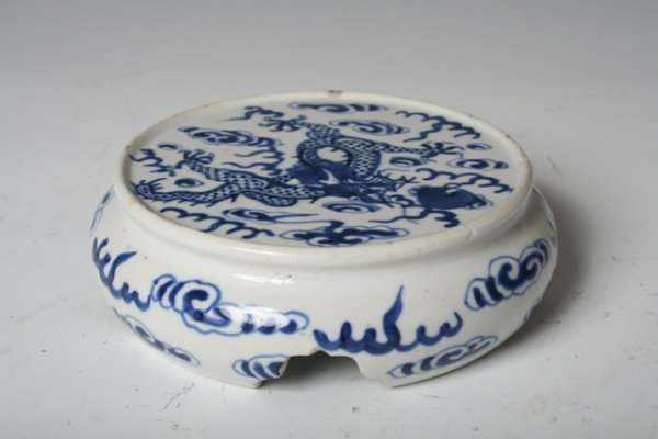 1006: 19th C Chinese Porcelain Ink Stick Stand
