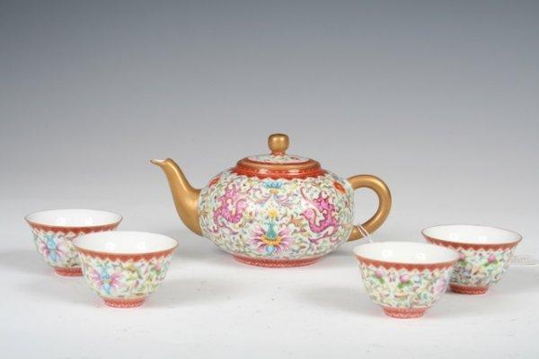 1011: Chinese Famille Rose Porcelain Tea Set