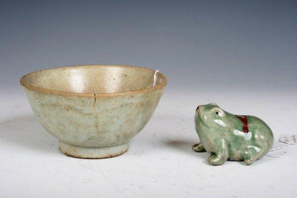 5: 18th C Korean Porcelain Bowl & Frog Water Dropper