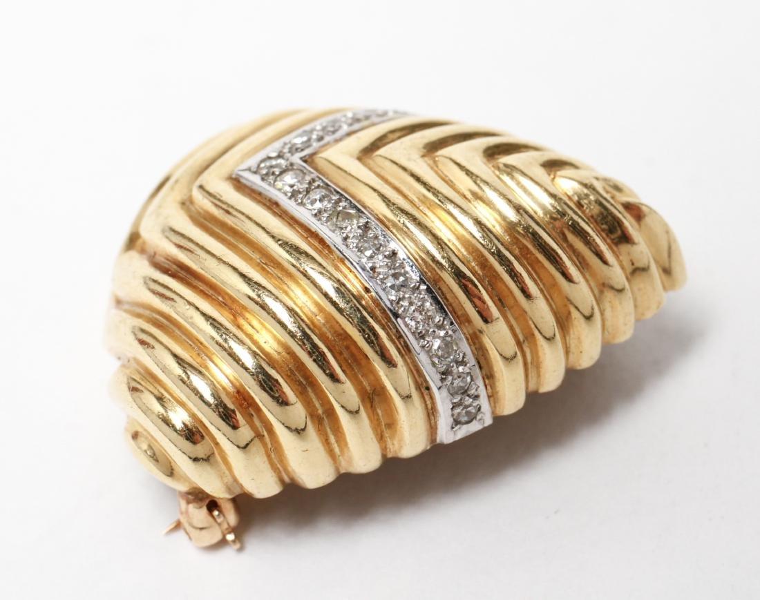 18K Gold & Pave-Set Diamonds Chevron Motif Brooch - 2