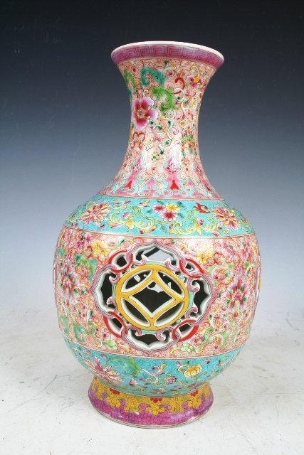 10: A Chinese Famille Rose Porcelain Vase with Chien Le