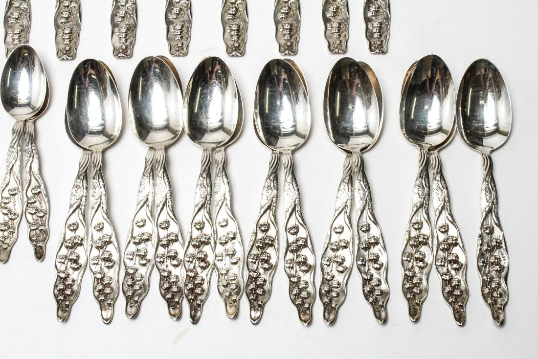 """Whiting Mfg """"Lily of the Valley"""" Flatware Svc, 90 - 2"""