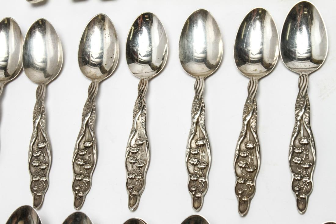 """Whiting Mfg """"Lily of the Valley"""" Flatware Svc, 90 - 4"""