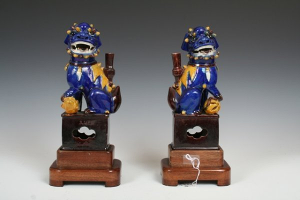 1003: 19th c Chinese Porcelain Foo Dogs