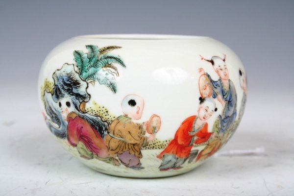 1006: Chinese Famille Rose Porcelain Water Pot