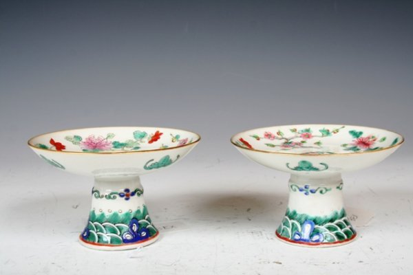 1008: 19th C Chinese Pair of Footed Dishes