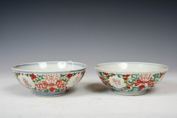 1012: 19th C Chinese Pair of Porcelain Bowls
