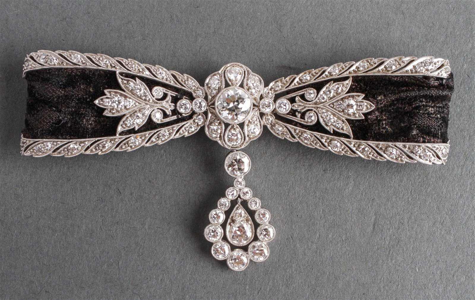 18K White Gold 4.5 Cts Diamonds Bow Dangle Brooch