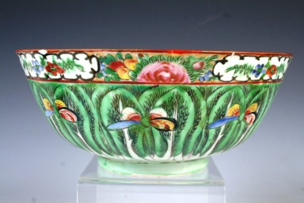 3011: 19th c. Chinese Porcelain Bowl
