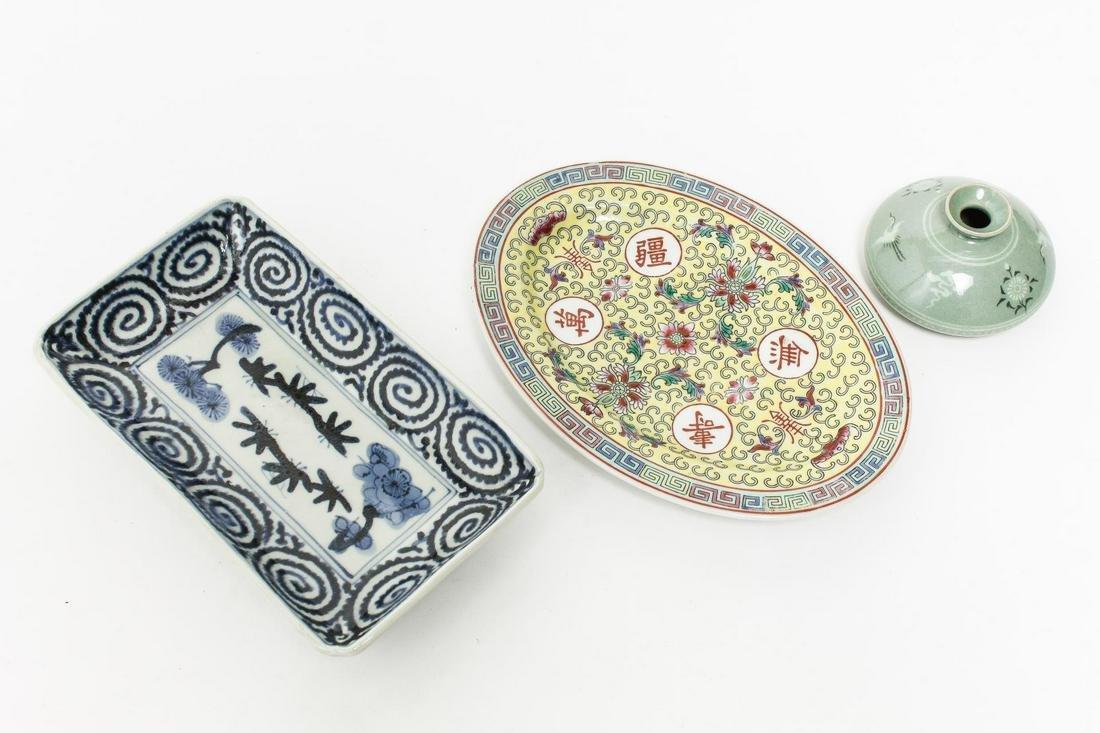 Chinese & Korean Porcelain - Vase & 2 Dishes