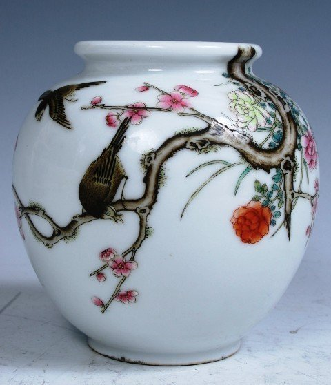 19: Hallmarked Chinese Famille Rose Porcelain Jar