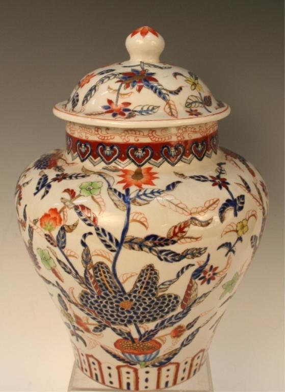 Qing Chinese Wucai Gilded-Porcelain Lidded Jar