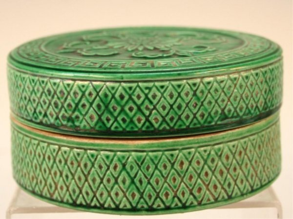 Qing Chinese Porcelain Circular Box w/ Lid 19th C.