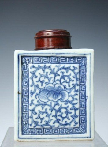 Chinese Blue-&-White Porcelain Floral Tea Caddy