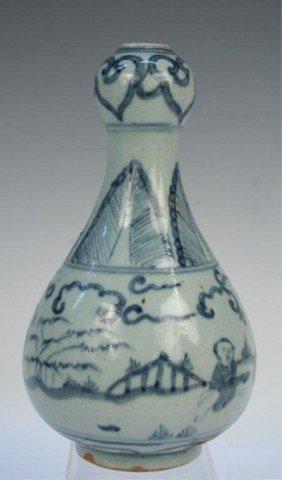 Chinese Ming Dynasty Blue-and-White Garlic Vase