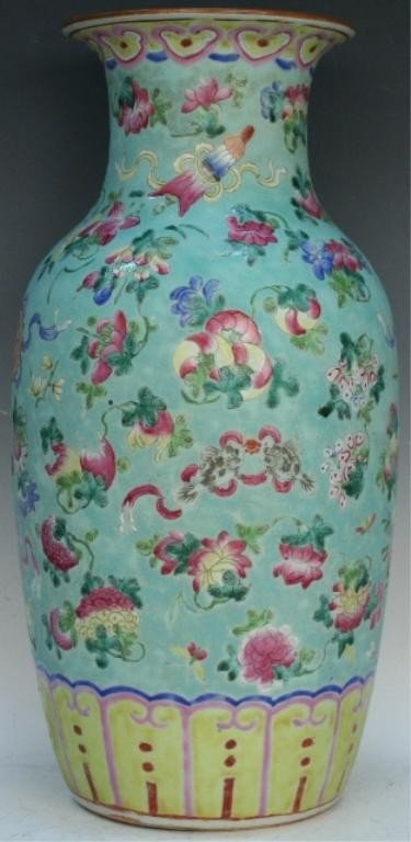 Chinese Famille Rose Porcelain Vase 19th Century