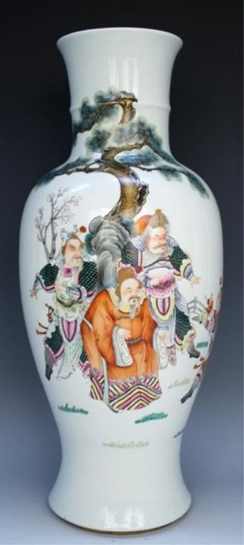 Chinese Famille Rose Porcelain Vase with Figures