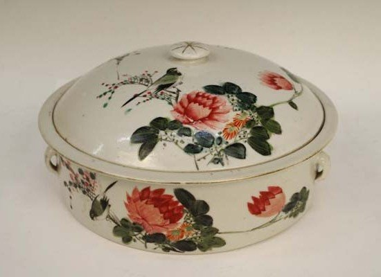 Chinese Republic Period Famille Rose Covered Bowl
