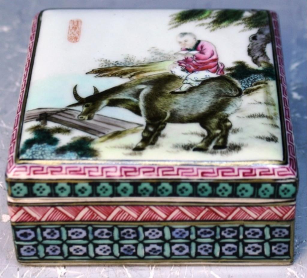 12: Chinese Porcelain Famille Rose Box Yongzheng Mark