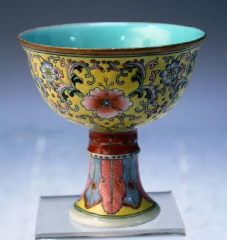 188: Chinese Porcelain Footed Dish with Floral Motif