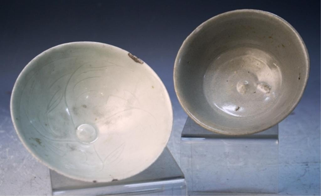 7: Lot of 2 Chinese Celadon Bowls - 2