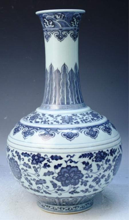 29: Chinese Blue & White Porcelain Globular Vase