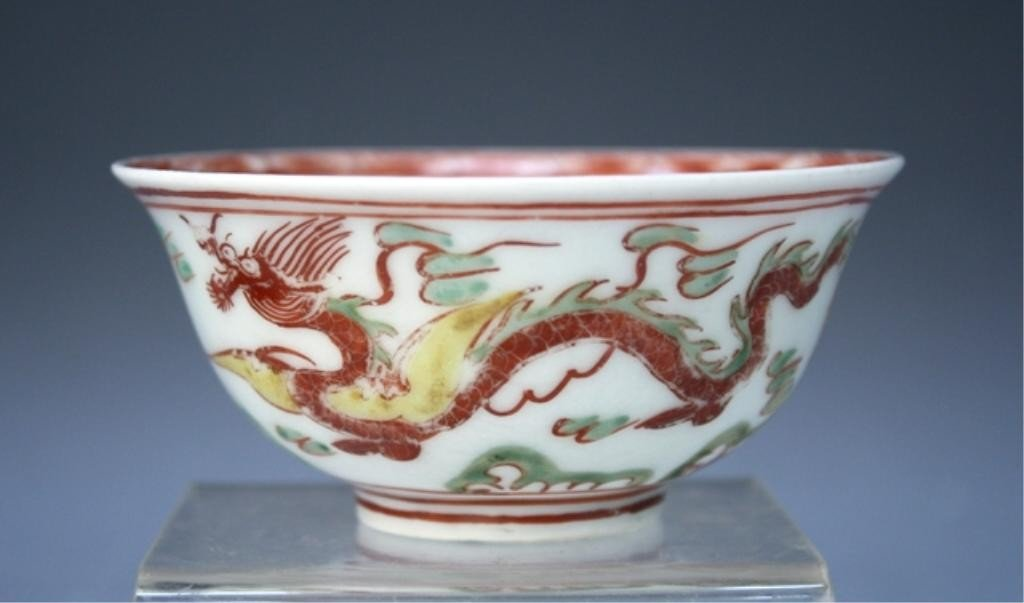 35: Chinese Porcelain Cup w/ Dragons 17th C.