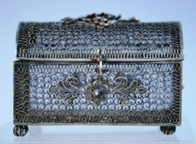 142: Small Filigree Box Topped with Grapes