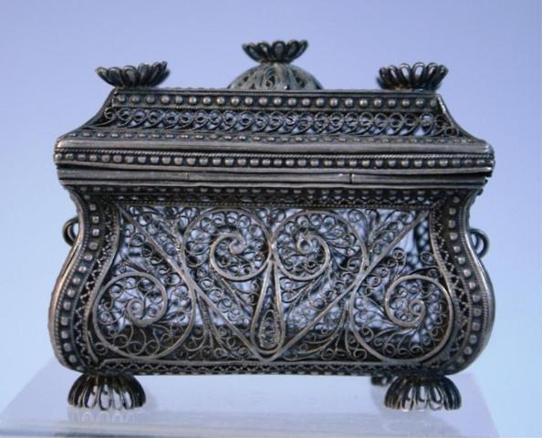 143: Filigree Box with Swirling Design