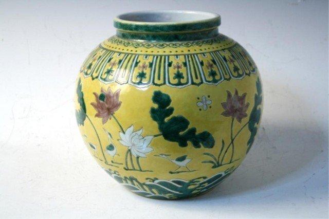 13: Chinese Famille Verte Vase Ming Dyn Jiajing Period