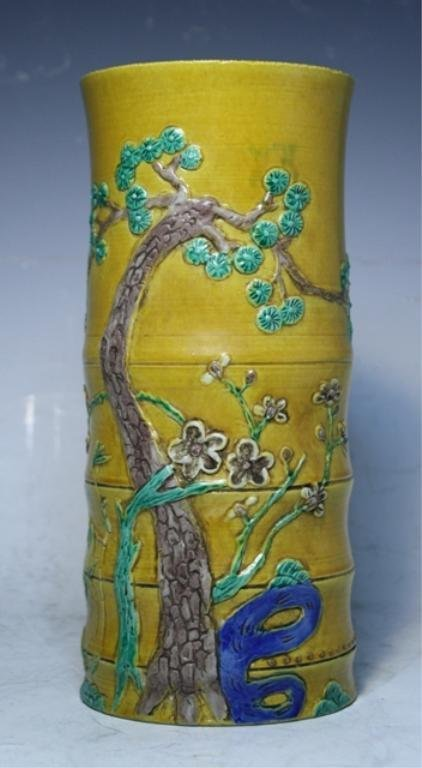 81: Chinese Wucai Vase Late Ming Dynasty