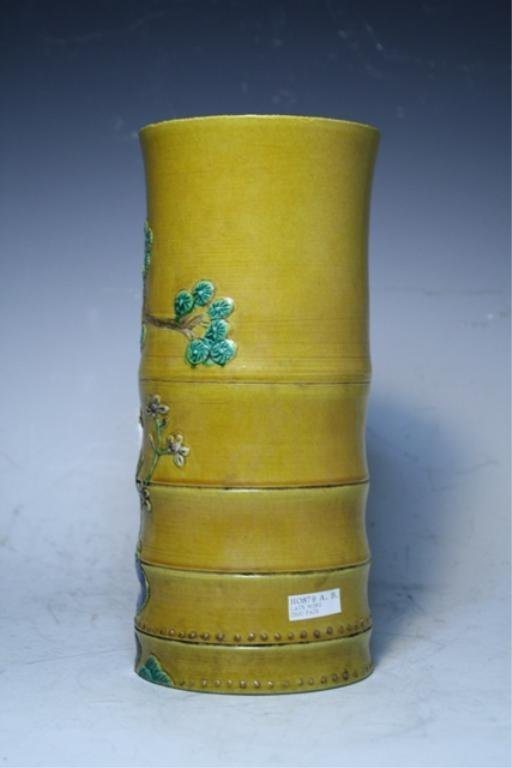 81: Chinese Wucai Vase Late Ming Dynasty - 2