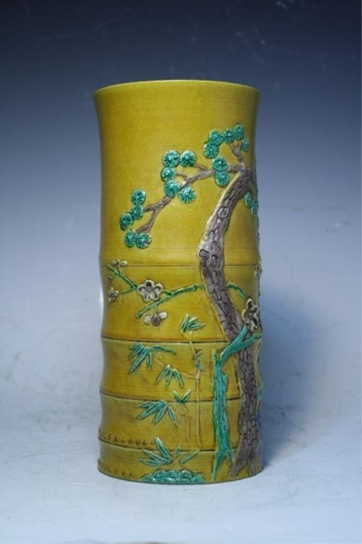 81: Chinese Wucai Vase Late Ming Dynasty - 4