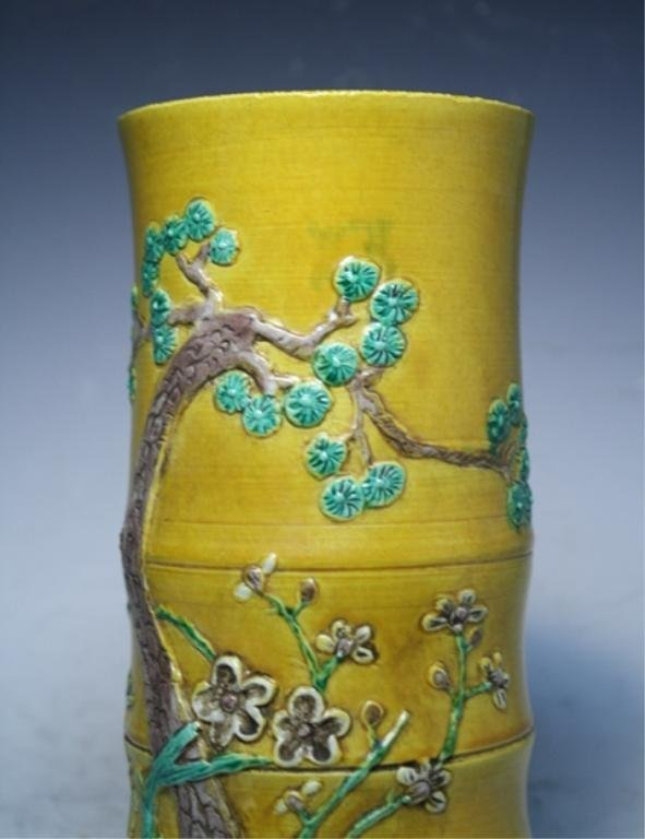 81: Chinese Wucai Vase Late Ming Dynasty - 8