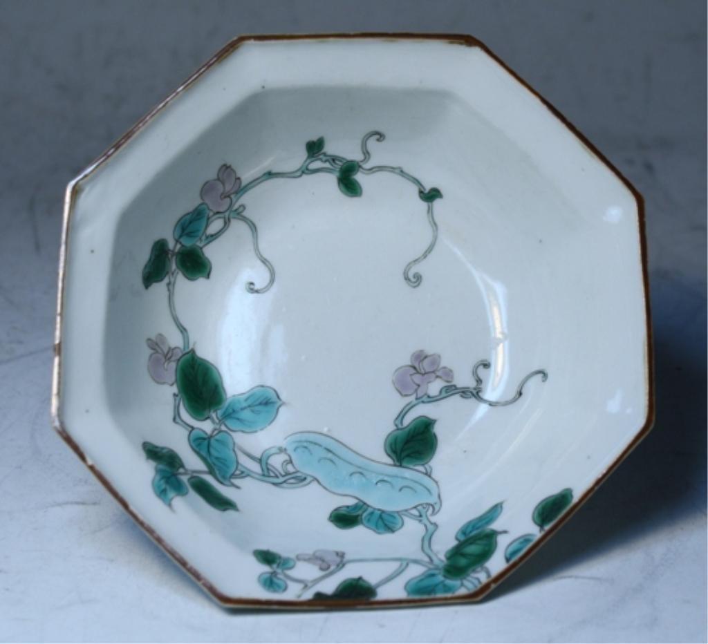 87: Japanese Kakiemon Porcelain Bowl
