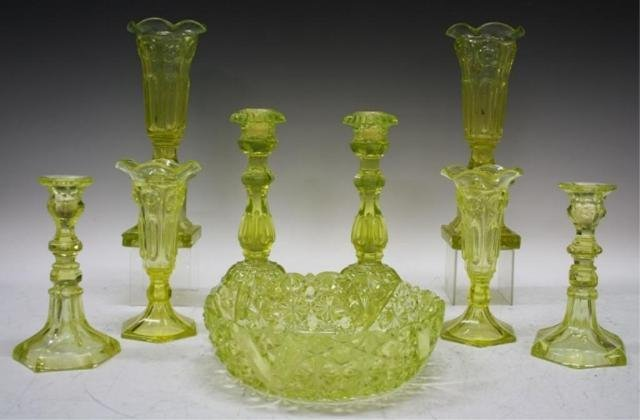 10: 9 pc. Set of Green/Yellow Vaseline Glassware