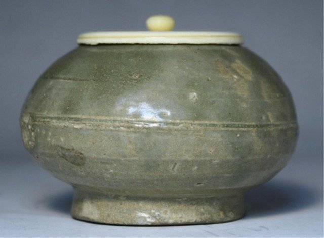 604: Chinese Yue Green Glazed Tea Caddy